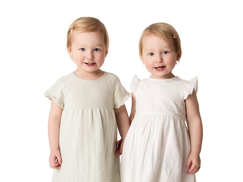 Barnfotografering med tvillingarna Essie och Linnea